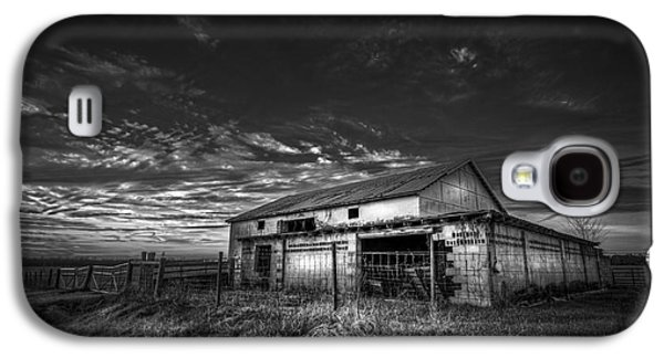 Shed Photographs Galaxy S4 Cases - This Old Barn-b/w Galaxy S4 Case by Marvin Spates