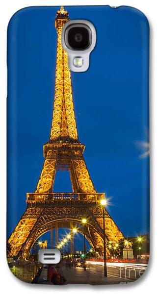 Streetlight Photographs Galaxy S4 Cases - Tour Eiffel de Nuit Galaxy S4 Case by Inge Johnsson