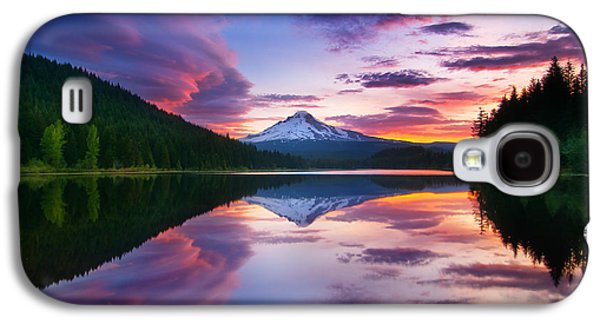Landscapes Photographs Galaxy S4 Cases - Trillium Lake Sunrise Galaxy S4 Case by Darren  White