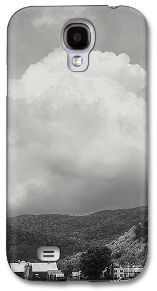 Field. Cloud Galaxy S4 Cases - Tunbridge Vermont Farmscape Galaxy S4 Case by Edward Fielding