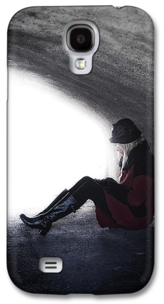 Woman Photographs Galaxy S4 Cases - Tunnel Galaxy S4 Case by Joana Kruse