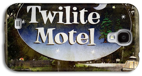 Maine Roads Galaxy S4 Cases - Twilight Motel Galaxy S4 Case by Joan Carroll