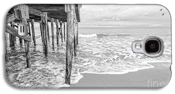 Hamptons Galaxy S4 Cases - Under the boardwalk black and white Galaxy S4 Case by Edward Fielding