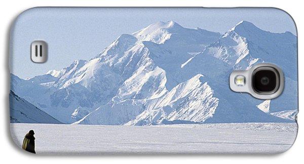 Usa, Alaska, Sled Dogs, Park Ranger Galaxy S4 Case by Gerry Reynolds