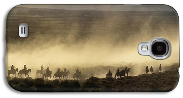 Usa, California, Bishop, Cattle Drive Galaxy S4 Case by Ann Collins