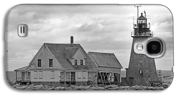 Old Maine Houses Galaxy S4 Cases - Vacant on the Ocean Galaxy S4 Case by Betsy A  Cutler
