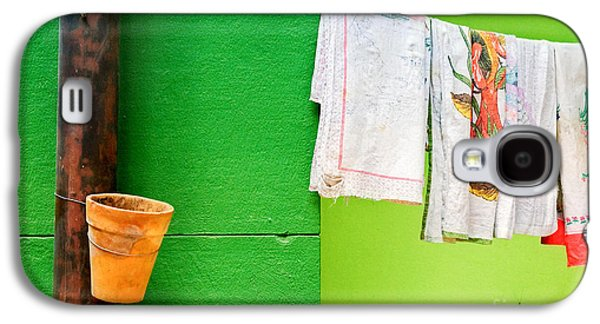 Vase Towels And Green Wall Galaxy S4 Case by Silvia Ganora