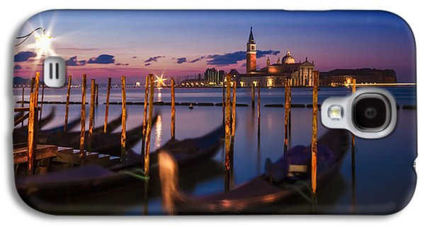 Ancient Galaxy S4 Cases - VENICE Gondolas during Blue Hour Galaxy S4 Case by Melanie Viola