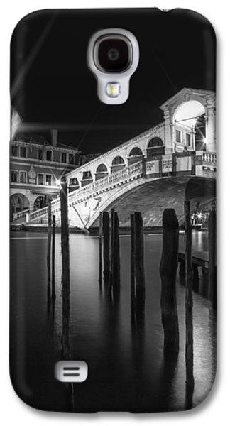 Ancient Galaxy S4 Cases - VENICE Rialto Bridge at Night in black and white Galaxy S4 Case by Melanie Viola