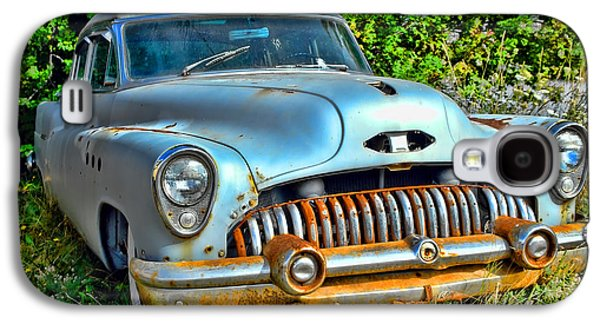 Rusted Cars Galaxy S4 Cases - Vintage American Car in Yard Galaxy S4 Case by Olivier Le Queinec