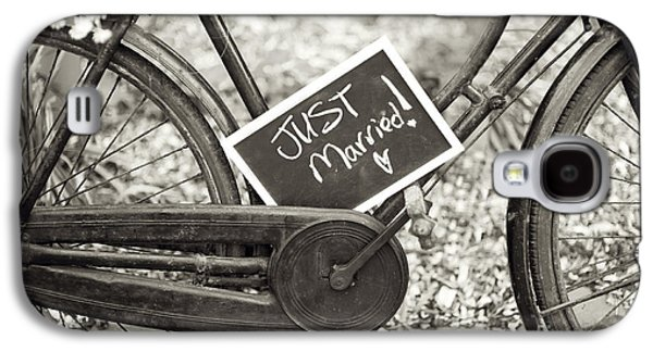 Sepia Chalk Galaxy S4 Cases - Vintage Bicycle With Just Married Chalk Board Galaxy S4 Case by Lee Avison