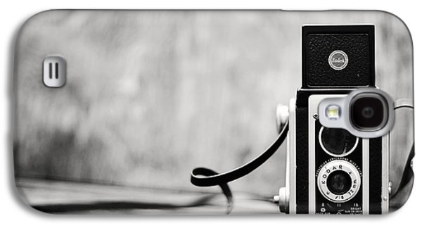 Aperture Photographs Galaxy S4 Cases - Vintage Kodak Duaflex II Camera Black and White Galaxy S4 Case by Terry DeLuco