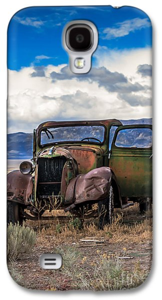 Haybale Galaxy S4 Cases - Vintage Old Truck Galaxy S4 Case by Robert Bales