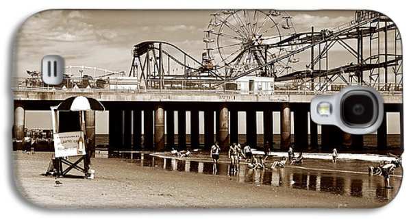 Fun Photographs Galaxy S4 Cases - Vintage Steel Pier Galaxy S4 Case by John Rizzuto