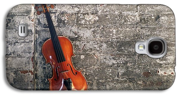 Hanging Galaxy S4 Cases - Violin on brick Horizontal Galaxy S4 Case by Jon Neidert