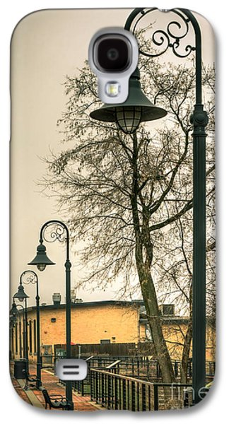 Appleton Photographs Galaxy S4 Cases - Vulcan Park Streetlamps Galaxy S4 Case by Shutter Happens Photography