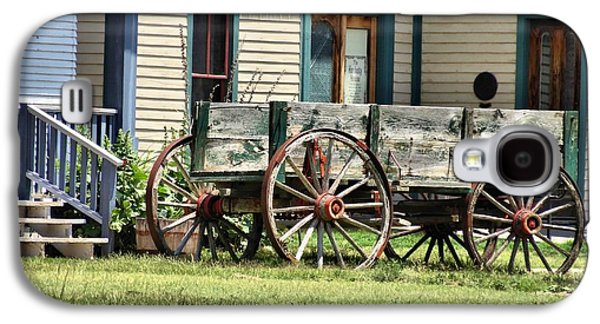 Wooden Wagons Galaxy S4 Cases - Wagon Wheels In Dodge City Galaxy S4 Case by Dan Sproul