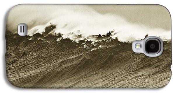 Surf Silhouette Galaxy S4 Cases - Waimea Wall Galaxy S4 Case by Sean Davey