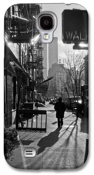 Twin Towers Nyc Galaxy S4 Cases - Walk Manhattan 1980s Galaxy S4 Case by Gary Eason