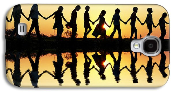 Family Walks Galaxy S4 Cases - Walking home Galaxy S4 Case by Tim Gainey