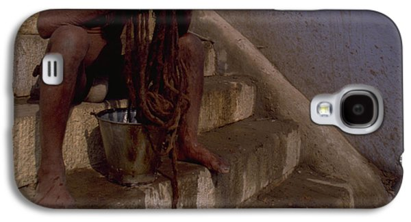 Galaxy S4 Case featuring the photograph Varanasi Hair Wash by Travel Pics