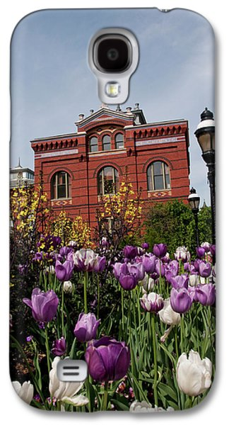 Washington Dc, Tulips At The Smithsonian Galaxy S4 Case by Lee Foster