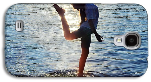 Athlete Photographs Galaxy S4 Cases - Water Dancer Galaxy S4 Case by Laura Fasulo