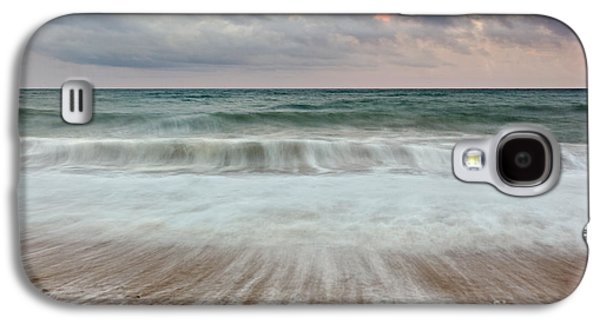 Tidal Photographs Galaxy S4 Cases - Wave drag Galaxy S4 Case by Richard Thomas