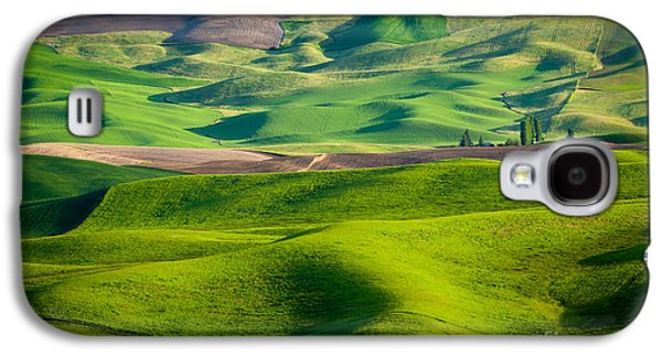 Landscapes Photographs Galaxy S4 Cases - Wheat Hill Galaxy S4 Case by Inge Johnsson