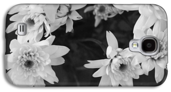 Flower Design Galaxy S4 Cases - White Flowers- black and white photography Galaxy S4 Case by Linda Woods