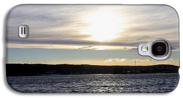 Reflection Of Sun In Clouds Galaxy S4 Cases - Winter Sunset Over Gardiners Bay Galaxy S4 Case by John Telfer