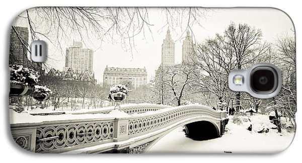 Winter Landscapes Galaxy S4 Cases - Winters Touch - Bow Bridge - Central Park - New York City Galaxy S4 Case by Vivienne Gucwa