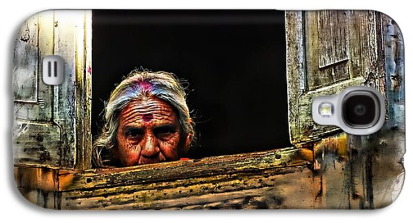 Ancient Galaxy S4 Cases - Woman at the Window - India Rajasthan Udaipur Galaxy S4 Case by Sue Jacobi