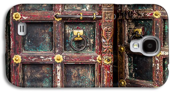Harem Photographs Galaxy S4 Cases - Wooden door Galaxy S4 Case by Catherine Arnas