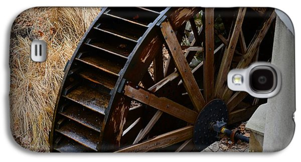 Old Mill Scenes Photographs Galaxy S4 Cases - Wooden Water Wheel Galaxy S4 Case by Paul Ward