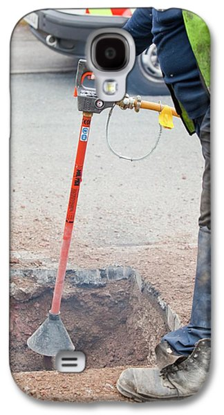 Worker Using A Compressed Air Soil Picker Galaxy S4 Case by Ashley Cooper