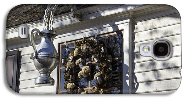 Tankard Galaxy S4 Cases - Wreath at Chownings Tavern Galaxy S4 Case by Teresa Mucha