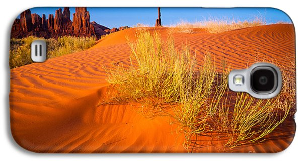 Wavy Galaxy S4 Cases - Yei-bi-Chai rocks and dunes Galaxy S4 Case by Inge Johnsson