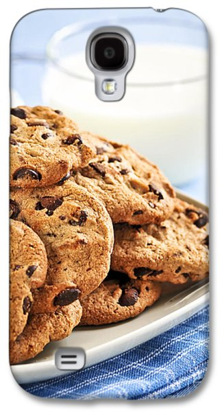 Chip Photographs Galaxy S4 Cases - Chocolate chip cookies and milk Galaxy S4 Case by Elena Elisseeva