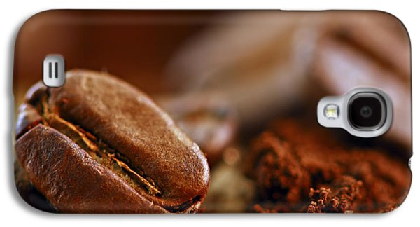 Life Photographs Galaxy S4 Cases - Coffee beans and ground coffee Galaxy S4 Case by Elena Elisseeva
