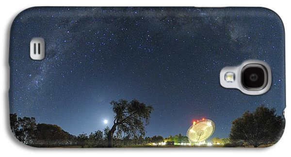 Moonlit Night Photographs Galaxy S4 Cases - Milky Way Over Parkes Observatory Galaxy S4 Case by Alex Cherney, Terrastro.com