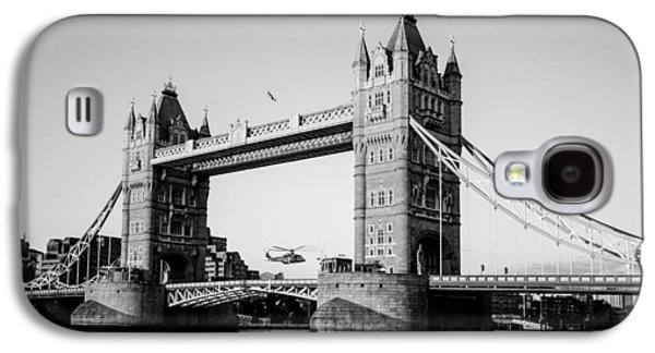 Helicopter Photographs Galaxy S4 Cases - Helicopter at Tower Bridge Galaxy S4 Case by Dawn OConnor