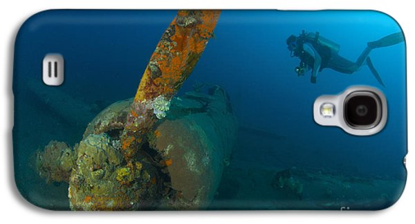 Diver Explores The Wreck Galaxy S4 Case by Steve Jones