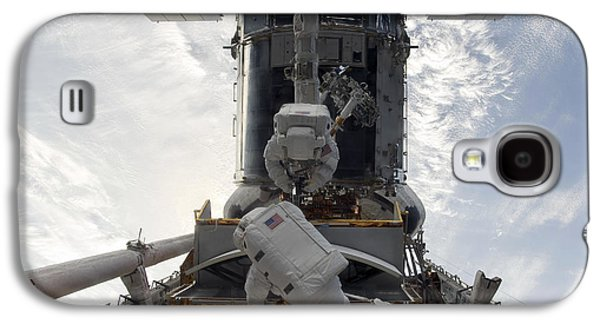 Component Photographs Galaxy S4 Cases - Astronauts Working On The Hubble Space Galaxy S4 Case by Stocktrek Images