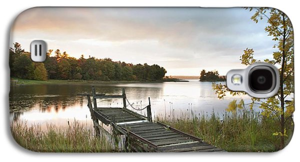 Image Photographs Galaxy S4 Cases - A Dock On A Lake At Sunrise Near Wawa Galaxy S4 Case by Susan Dykstra