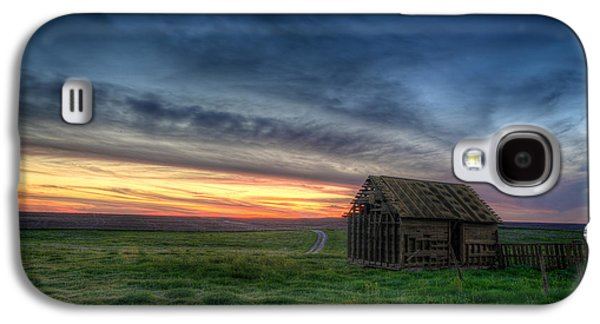 Shed Photographs Galaxy S4 Cases - Abandoned Beauty Galaxy S4 Case by Thomas Zimmerman