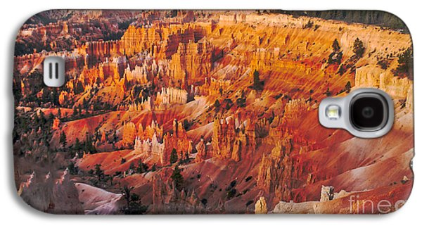 Haybale Galaxy S4 Cases - Amphitheater At Bryce Canyon Galaxy S4 Case by Robert Bales
