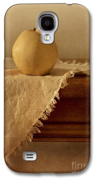 Life Photographs Galaxy S4 Cases - Apple Pear On A Table Galaxy S4 Case by Priska Wettstein