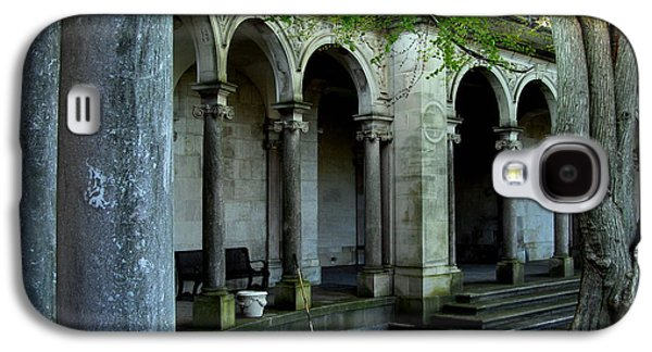 Original Art Photographs Galaxy S4 Cases - Erlanger Garden Arches - Monmouth University Galaxy S4 Case by Colleen Kammerer
