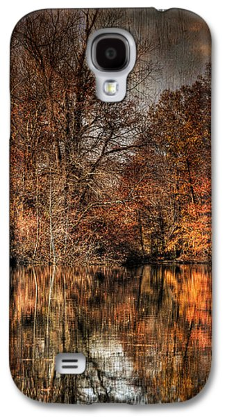 Autumn Leaf On Water Galaxy S4 Cases - Autumns End Galaxy S4 Case by Paul Ward